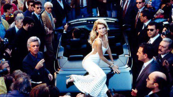 Claudia Schiffer für Valentino, 1995.