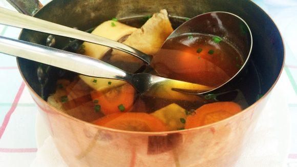 Das gibt es nur im Schubers: Kalbsfleisch direkt aus dem kupfernen Suppentopf. ©Maria Kufeld