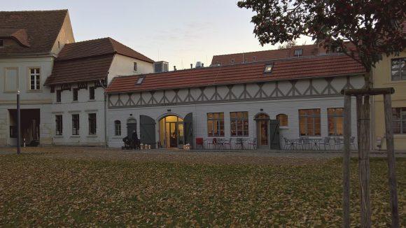 Das Restaurant Remise liegt ruhig im historischen Burghof am Dom. ©Triantafillou