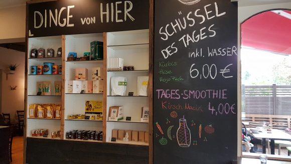 Das Vollbluth unterstützt viele Berliner Unternehmen, wie Quartiermeister-Bier oder Senf. ©QIEZ
