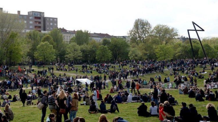 Auch am 1. Mai feierten viele Berliner das Myfest friedlich im Görlitzer Park - und hinterließen einen Müllberg.
