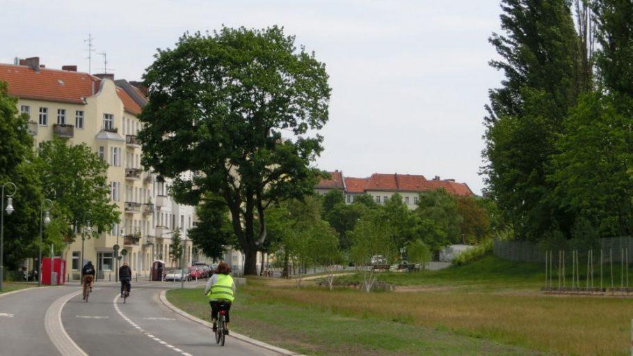 Der nahezu komplett überarbeitete Bereich zwischen Cheruskerdreieck und Torgauer Straße wurde am 28. Mai feierlich eröffnet. Er wird bereits fleißig von Fußgängern und Radfahrern genutzt.