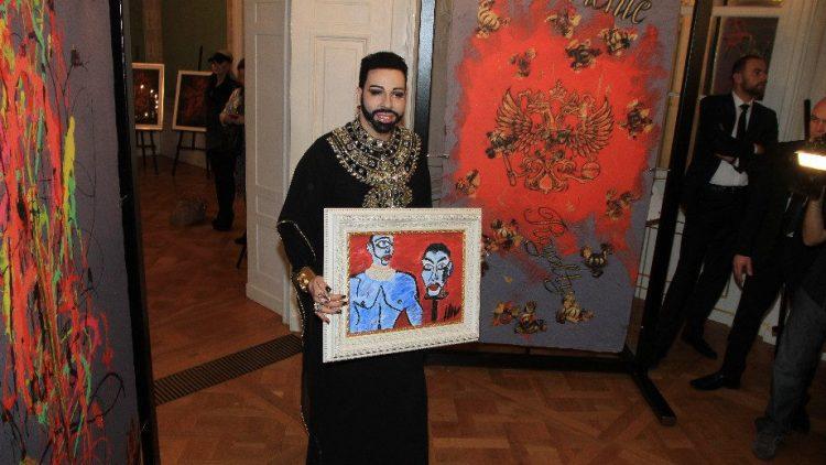 Der Meister mit einem seiner Kunstwerke.