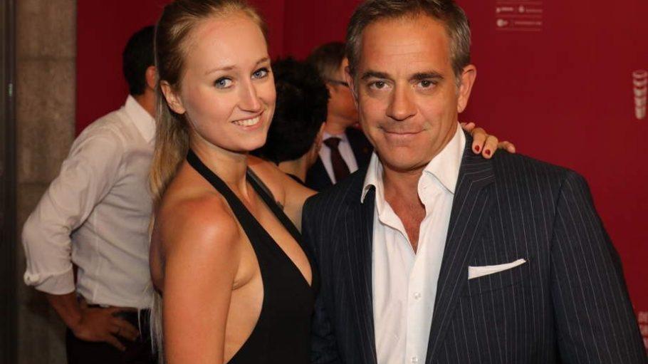 Auf dem Emmy-Halbfinale am 26. Juni sahen wir Florian Fitz noch an der Seite von Schauspiel-Kollegin Eleonore Weisgerber, gestern durfte seine Freundin Tatjana Thinius ihn wieder in den Arm nehmen.