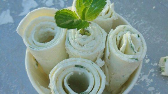 Fruchtig, schokoladig, crunchy –die Eisrollen sehen nicht nur schön aus, sondern schmecken auch toll. © Delabuu Ice Cream