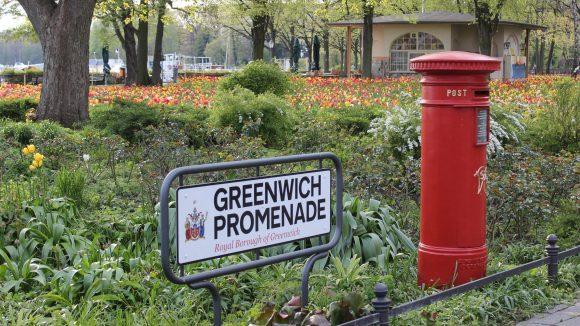 Die Greenwich Promenade am Tegeler See.