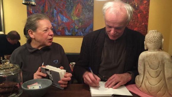 """Georg Schönfeld liest """"SCHACKELSTERN flogen spät durch milde Lüfte, oder: Der Klassenfeind ist unter uns. Briefe an Onkel Karl 1960/61"""" in der Espressobar Lalü am 15. Oktober 2015"""