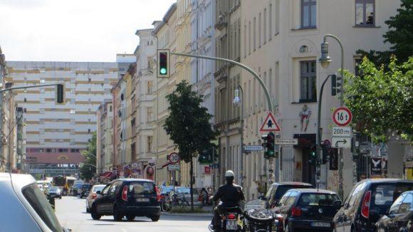 Die Rätselrallye führt die Teilnehmer auch durch verschiedene Stationen in Adalbert- und Oranienstraße.