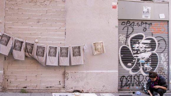 Die Spuren der Stadt hält die Raubdruckerin auf ihren Prints fest.