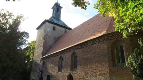 Die uralte Dorfkirche. (c) Trieba