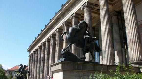 Die Vorhalle des Alten Museums. (c) Robin Klapprodt