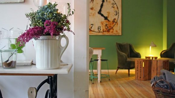 Ein Blick ins Kebe Living-Café. (c) AnneLiWest Berlin