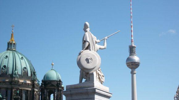 Eine der Götterdarstellungen auf der Schloßbrücke. (c) Robin Klapprodt