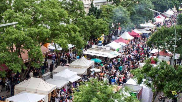 """Eine Straße, ein Festival: Unter dem Motto """"Kreuzberg jazzt"""" lädt das Bergmannstraßenfest auch in diesem Jahr zur dreitägigen Open-Air-Party ein."""