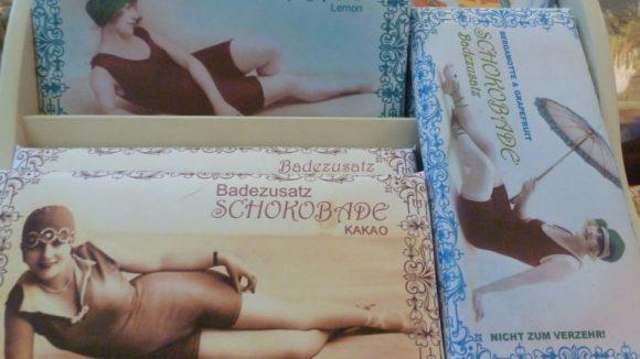 Die Schokobade ist eine geschützte Marke. Eine Tafel kostet 12, 50€ und reicht für sechs bis zehn Bäder.