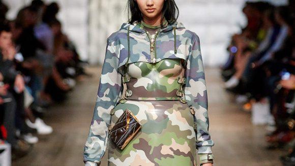 Einer unser Favoriten auf der Fashionweek: Marina Hoermanseder Twist des Military-Looks. ©Stefan Kraul