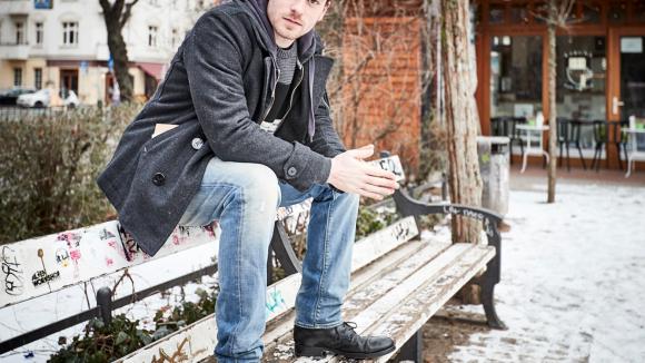 In Friedrichshain ist Schauspieler Florian Bartholomäi zu Hause. Auf unserem Spaziergang hat er uns verraten, wo er sich am liebsten in seinem Kiez rumtreibt.