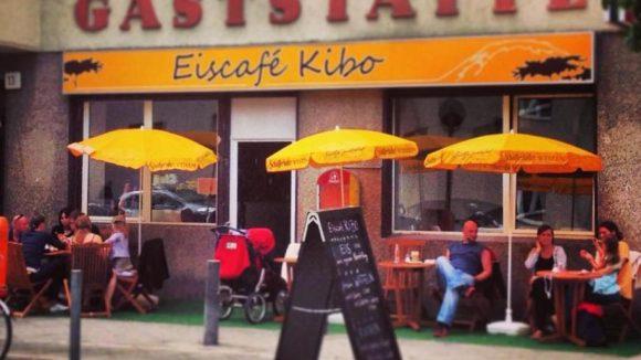 """Mehr Leben im Afrikanischen Viertel: Das Eiscafé Kibo ist nur einer der kreativen Orte rund um die Müllerstraße, die man am """"Wundertütentag"""" entdecken kann."""