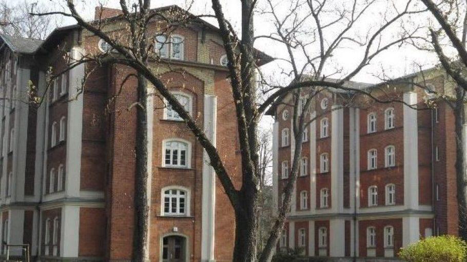 Für das 19. Jahrhundert ungewöhnlich komfortable Mietwohnungen beherbergten diese Eisenbahnerhäuser.