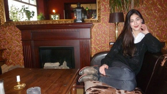 Elif im Restaurant Anastasia.