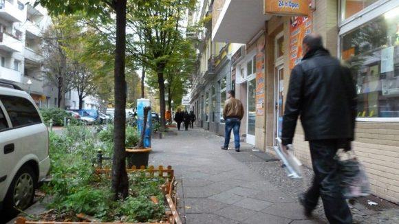 Immer mehr Berliner begrünen ihren Kiez und steigern damit die Aufenthaltsqualität. In Neukölln wird das nicht so gern gesehen ...