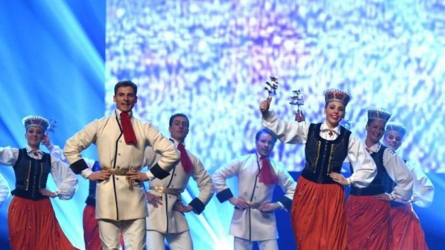 """Die lettische Volkstanzgruppe """"Dailrade"""" tanzte gestern auf der Eröffnungsfeier der Grünen Woche. Ihr Heimatland ist in diesem Jahr offizieller Partner der Messe."""
