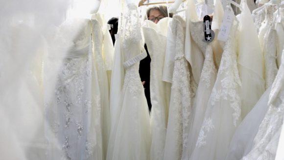 Event mit Auswahl: Kleider über Kleider zum Anfassen auf der HochzeitsWelt. ©Julia Wernicke