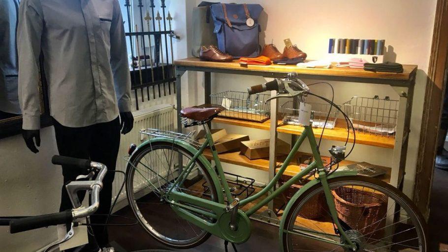 Fahrräder im klassischen Stil und stilechtes Zubehör hat Gerlinde Jänicke bei Prêt à Vélo gefunden.