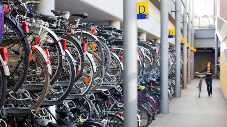Bekommt das Ostkreuz ein Parkhaus für Räder? So könnte es aussehen: In der Fahrradstadt Münster gibt es schon seit mehr als 15 Jahren bewachte Stellplätze.