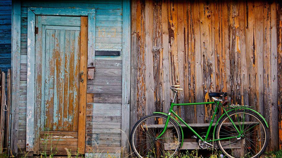 Mit diesem grünen fahrrad fällt man bei einer Tour ins Grüne kaum auf.