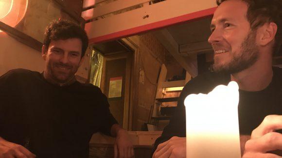 Falko (links) und Jochen (rechts) gehen privat gerne auf Konzerte von Neil Young oder Paul McCartney. ©QIEZ