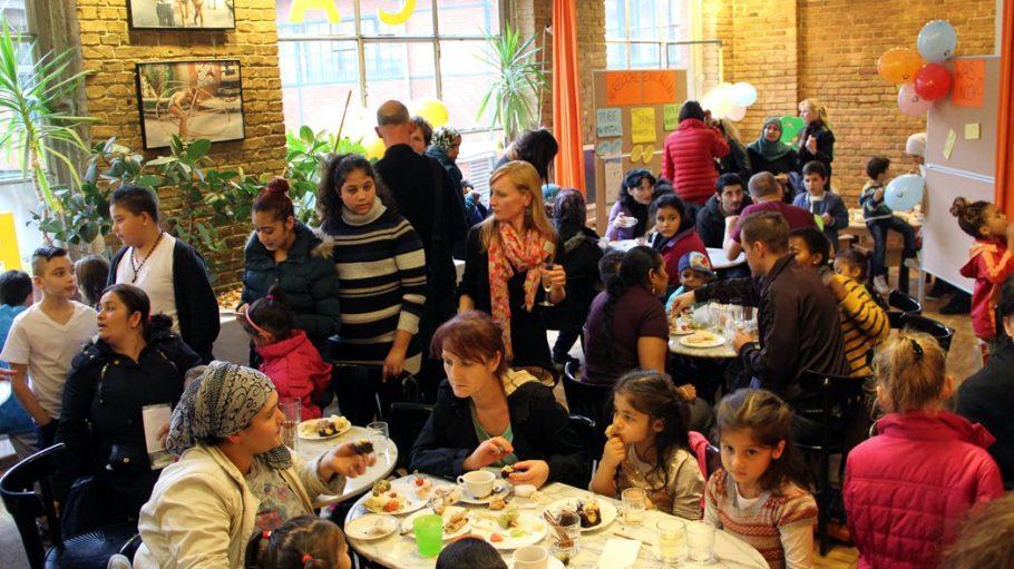 Viele Familien kamen zur Eröffnungsfeier des neuen Familienzentrums in der Fabrik Osloer Straße.