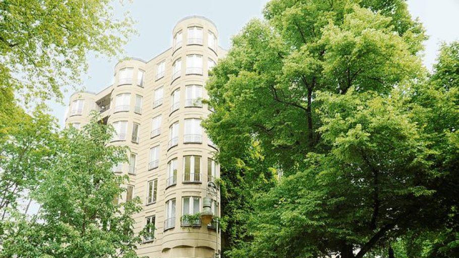 Der 80er-Jahre-Bau in der Fasanenstraße 62 sollte abgerissen werden, nun steht er unter Schutz.