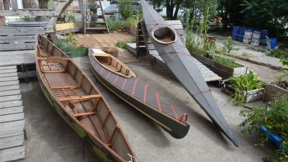 Fertige Boote auf der Terrasse des KAOS