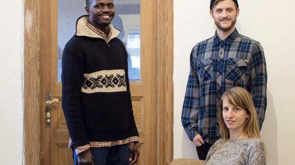 """Als Mareike Geiling nach Kairo ging, vermieteten sie und ihr Mitbewohner Jonas Kakoschke (Mitte) ihr WG-Zimmer an Bakary, einen Flüchtling aus Mali (links) - die Idee für """"Flüchtlinge Willkommen"""" war geboren."""