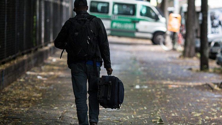 Am Tag der Räumung zieht ein ehemaliger Bewohner aus der Gerhart-Hauptmann-Schule aus.