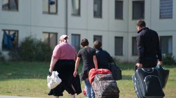 Am Mittwoch kamen die ersten syrischen Flüchtlinge in Deutschland an: In Berlin werden daher leerstehende Gebäude in Flüchtlingsnotunterkünfte umgewandelt.