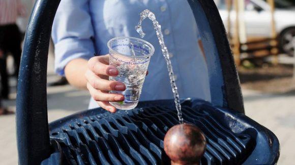 Die Berliner dürfte es freuen: Zur kostenlosen Erfrischung gibt es in diesem Jahr fünf neue Trinkbrunnen in verschiedenen Gebieten der Stadt.