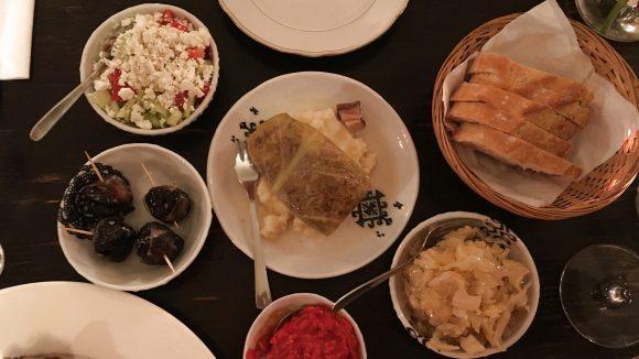 Für den kleinen Hunger gibt es verschiedene Balkan-Tapas zur Auswahl.