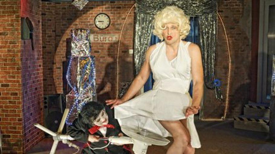 """Ein Erfolgsstück des Stadttheaters: In """"Ganze Kerle"""" schaffte es eine etwas verfremdete Version der Marilyn Monroe nach Köpenick."""