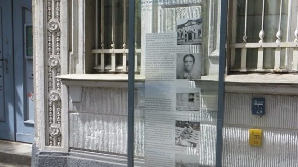 Gedenkstele in der Fontanepromenade. (c) Trieba