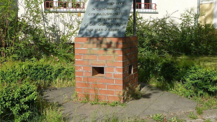 Gregorovius lebte selbst in 'seinem' Viertel. Sein Wohnhaus in der Ehrlichstraße wurde im Zweiten Weltkrieg zerstört.