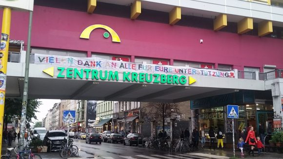 Vielen Dank Banner am Kottbusser Tor.