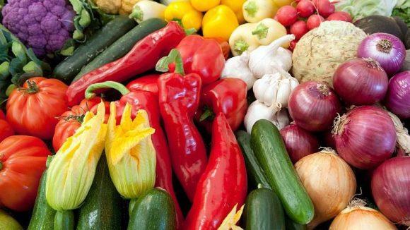 Vegan shoppen: Das ist nicht einfach nur Gemüse kaufen. Qiez verrät, wo es welche tierproduktfreien Waren gibt.
