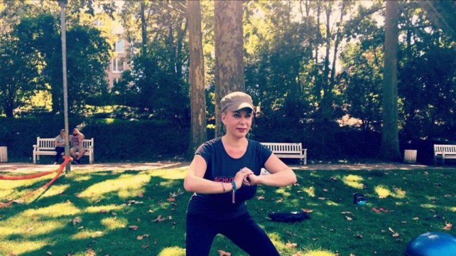 Radiomoderatorin und QIEZ-Kolumnistin Gerlinde Jänicke beim Training im Rudolph-Wilde-Park.