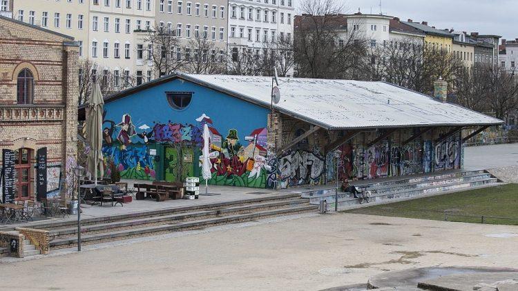 Im Görlitzer Park wird weiter an Wegen und Eingängen gebaut. Die bisherigen Baumaßnahmen konnten die Drogendealer noch nicht vertreiben.