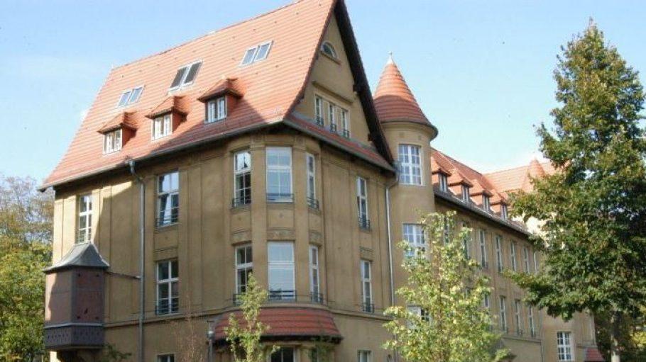 Denkmal des Monats Oktober: das Gebäude, in dem heute die Rothenberg Grundschule untergebracht ist.