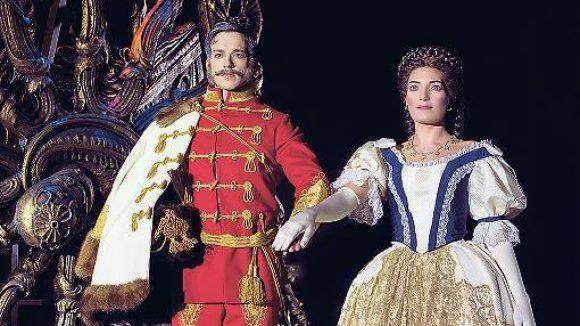 """Habsburgs Glanz und Gloria. Das Kaiserpaar im Musical """"Elisabeth""""."""