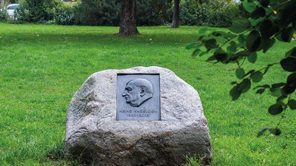 Heinz-Knobloch-Park mit Gedenkstein