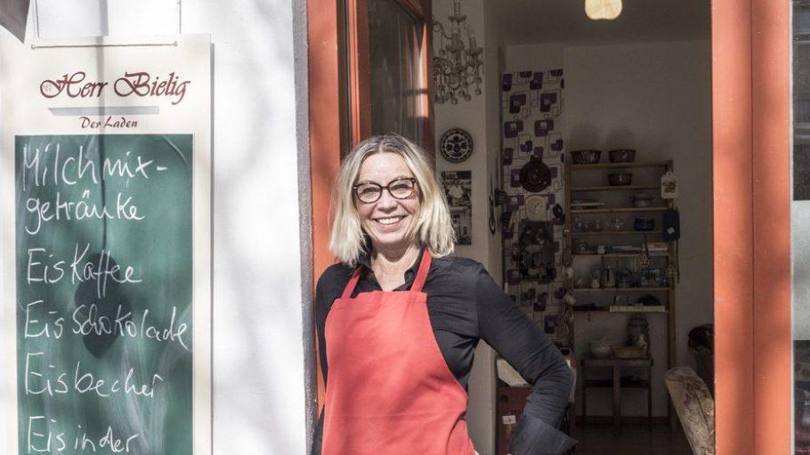 Inhaberin Frau Bielig ist zuversichtlich, dass sich auch die Bewohner des Soldiner Kiezes für Kuchen, Eis und kleine Speisen begeistern können.
